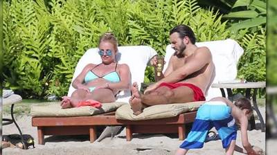 News video: Britney Spears and New Boyfriend Charlie Ebersol Vacation in Hawaii